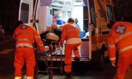 Commerciante e infermiera travolti mentre soccorrono automobilista in panne