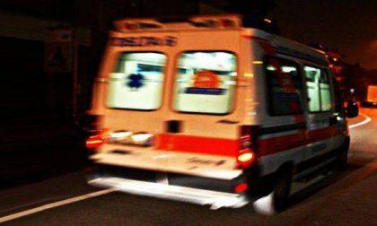 Auto fuori strada, muore un ragazzo e ferito l'amico