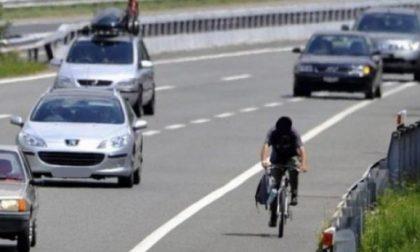 Percorre la Torino-Savona con una bici da corsa