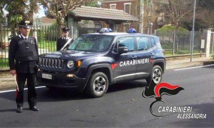 All'alt dei carabinieri presenta la patente… ma è falsa