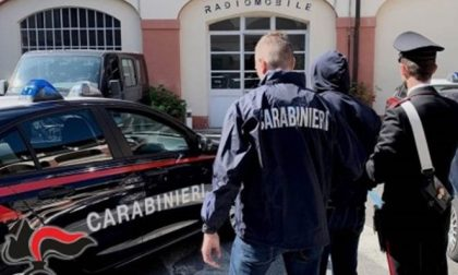 Aggredisce un uomo con un coccio di bottiglia, arrestano 37enne