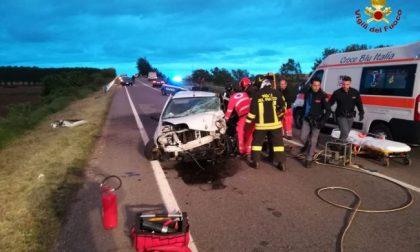 Frontale tra due auto, un ferito grave