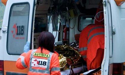 Motociclista trovato morto, indagini in corso