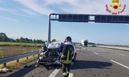 Schianto sulla A26: due vetture coinvolte