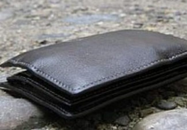 Ruba un portafoglio in un bar a Tortona, nei guai un elettricista