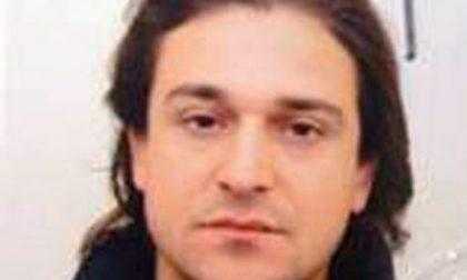 Condannato per omicidio, è in fuga: caccia a Piampaschet, lo scrittore assassino