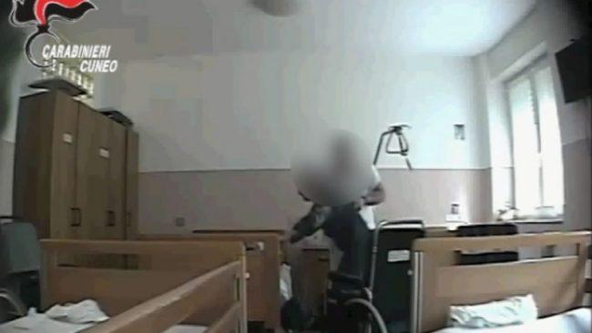 Casa di riposo di Cortemilia: violenze psichiche e fisiche di ogni tipo su anziani. IL VIDEO