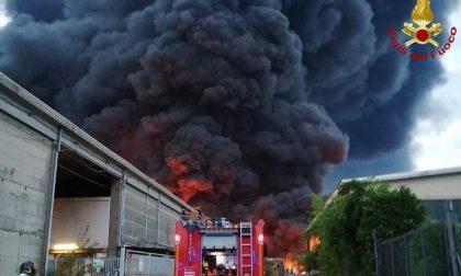 Devastante incendio in un'azienda di smaltimento rifiuti del Biellese