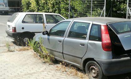 Auto abbandonate nei campi, scattano le multe