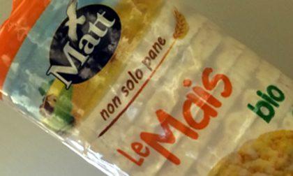 Rischio pezzi di metallo nelle gallette di mais: Coop, Bennet e Carrefour le ritirano