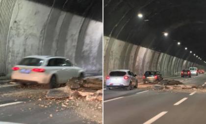 Crollo sulla A26: in galleria sono venute giù 2,5 tonnellate di cemento