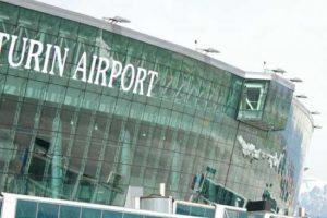 Voli cancellati dall'emergenza sanitaria, passeggeri contro le compagnie aeree
