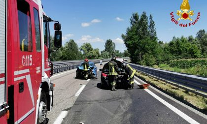 Incidente in tangenziale, scontro frontale fra due auto