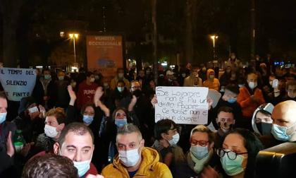In 200 davanti alla prefettura di Alessandria per protestare contro il Dpcm