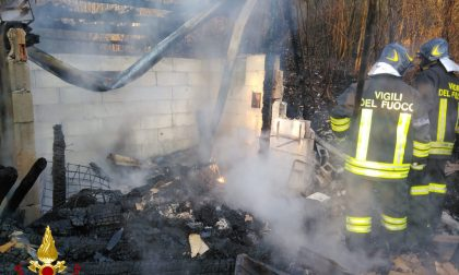 Mezzi agricoli in fiamme, intervento di tre squadre dei Vigili del fuoco