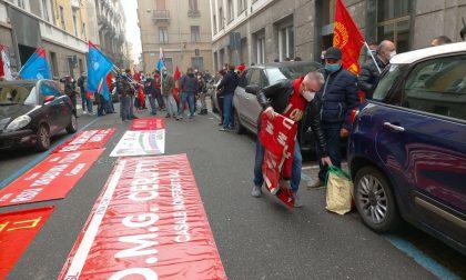 Metalmeccanici alessandrini: assedio davanti alla sede di Confindustria