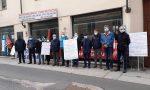 """Protesta davanti alla Asl: """"Serve più personale sanitario e maggior sicurezza"""""""