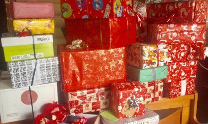 """""""Tabaccaio Babbo Natale"""" di Novi Ligure raccoglie doni per i più bisognosi"""