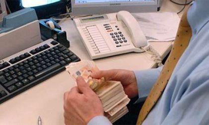 Ruba soldi a due pensionati, denunciato dipendente di banca