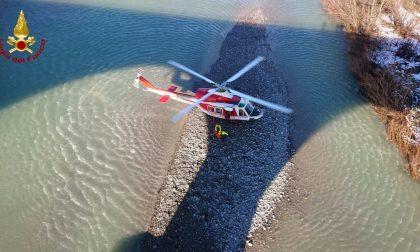 In pericolo lungo il fiume Scrivia, intervento dei Vigili del fuoco in elicottero FOTO