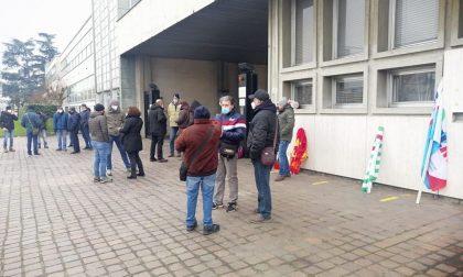 Cerutti, presidio dei lavoratori davanti allo stabilimento di Casale Monferrato