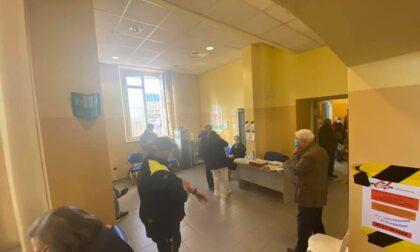 Lunghe code al centro vaccinale del quartiere Cristo, Asl Al si scusa per il disagio