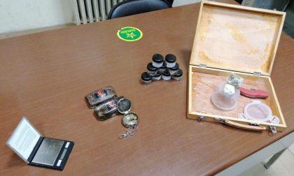 Arrestato spacciatore 22enne che importava marijuana e hashish dalla Spagna