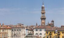 La Torre Civica di Casale si illumina per sensibilizzare su autismo ed endometriosi