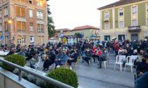 """""""O si apre o si muore"""", flash mob silente davanti al Comune di Ovada"""