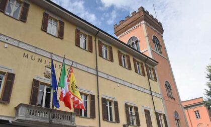 """Flash mob per il commercio davanti al Comune di Acqui Terme, il sindaco: """"Disponibile al confronto"""""""