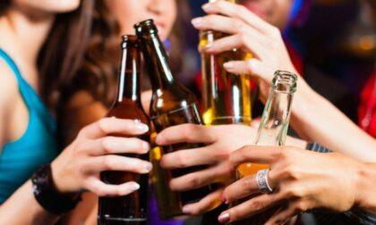 Alessandria, divieto di vendita di alcolici d'asporto in lattina e vetro dopo le 18