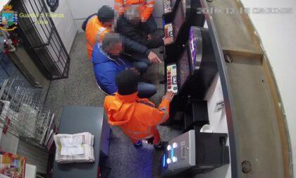 Assenteismo dal lavoro per svolgere faccende personali o giocare alle slot: 6 arresti per truffa ai danni di ente pubblico
