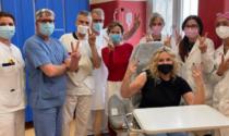 """Antonella Clerici vaccinata ad Alessandria: anche lei ora è """"Oh vacinada"""""""