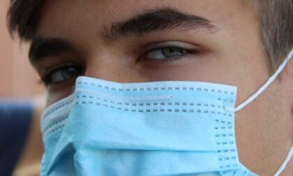 """Per gli studenti le mascherine del Ministero """"puzzano e non aderiscono bene al volto"""""""