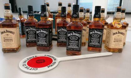 Ladri di whiskey a Valenza, avevano rubato in tutto 18 bottiglie di marca