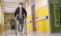 La forza di non mollare: dopo tre interventi chirurgici alle gambe, Carlo potrà tornare a camminare