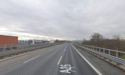 Incidente lungo l'A26, muore una motociclista nell'impatto con un auto