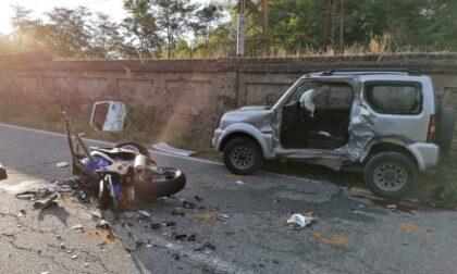 Incidente tra auto e moto a Valenza: due morti. Le foto del tragico schianto