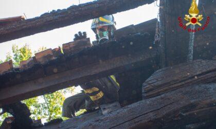 Incendio a Voltaggio: completamente in fiamme il tetto di un'abitazione