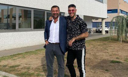 Giro a Valenza per il rapper Emis Killa: ospite dal Gruppo Damiani