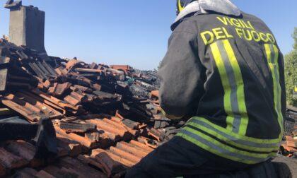 A fuoco il tetto di una casa: arrivano i Vigili del Fuoco