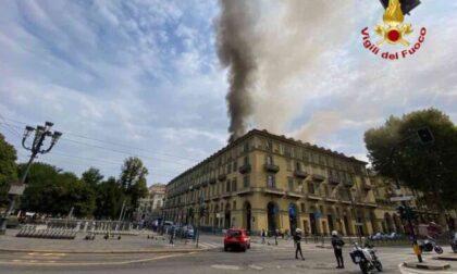 In fiamme un altro palazzo: esplodono bombole di gas, cento evacuati. Le foto dell'incendio