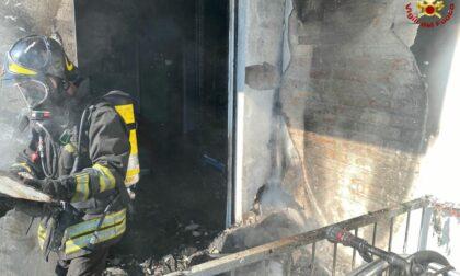 Le foto dell'incendio in un alloggio di Nizza Monferrato, 4 persone evacuate