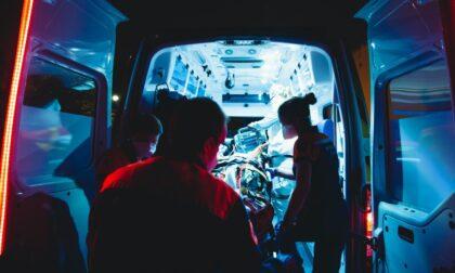 Scontro tra due camion e un'auto sulla diramazione A26-A7: un morto