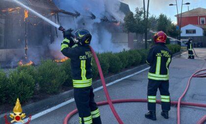 Incendio al McDonald's di via Giordano Bruno: Vigili del Fuoco al lavoro